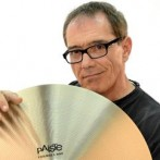 Vinnie Colaiuta de volta aos palcos mas… a tocar com Paiste!